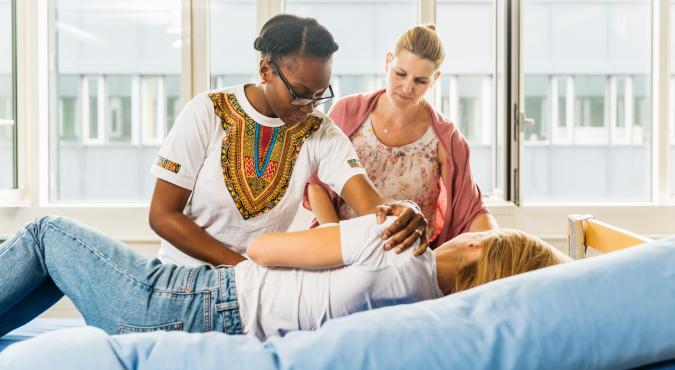 Symbolbild Lehrgang Pflegehelfer/-in SRK